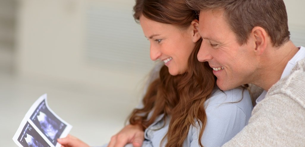 Married couple expecting child, deciding when to seek marriage counseling