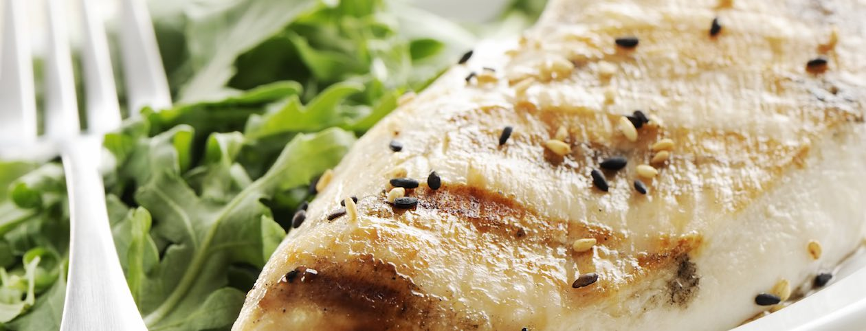 Low calorie meal with chicken and salad for HCG diet