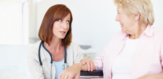 doctor-informing-patient-of-recovery-time