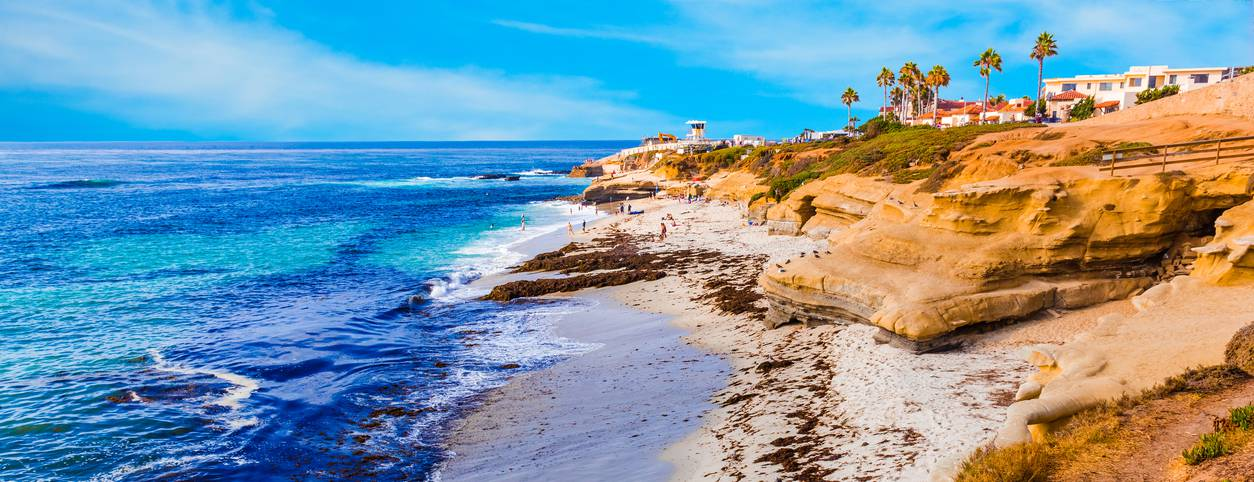 Beautiful coastline in California with opioid and drug addiction treatment centers